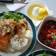 鮭のムニエルとトマトバジルサラダ